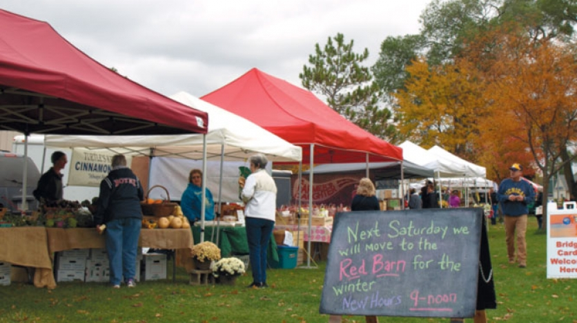 holiday farmers' market stands in grande traverse