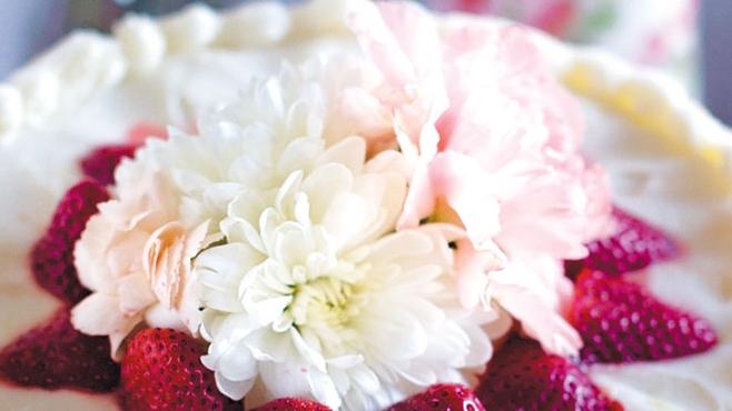 lemon buttermilk cake with strawberries